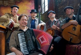 Cafe Accordion with Dan Newton